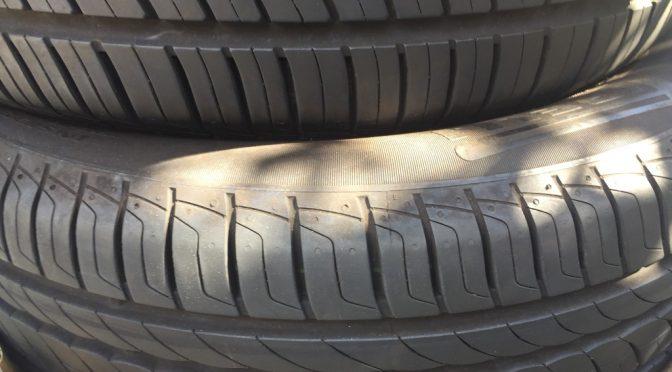 【プリウス】タイヤの溝が減りまくっているので交換(10月25日のお話)